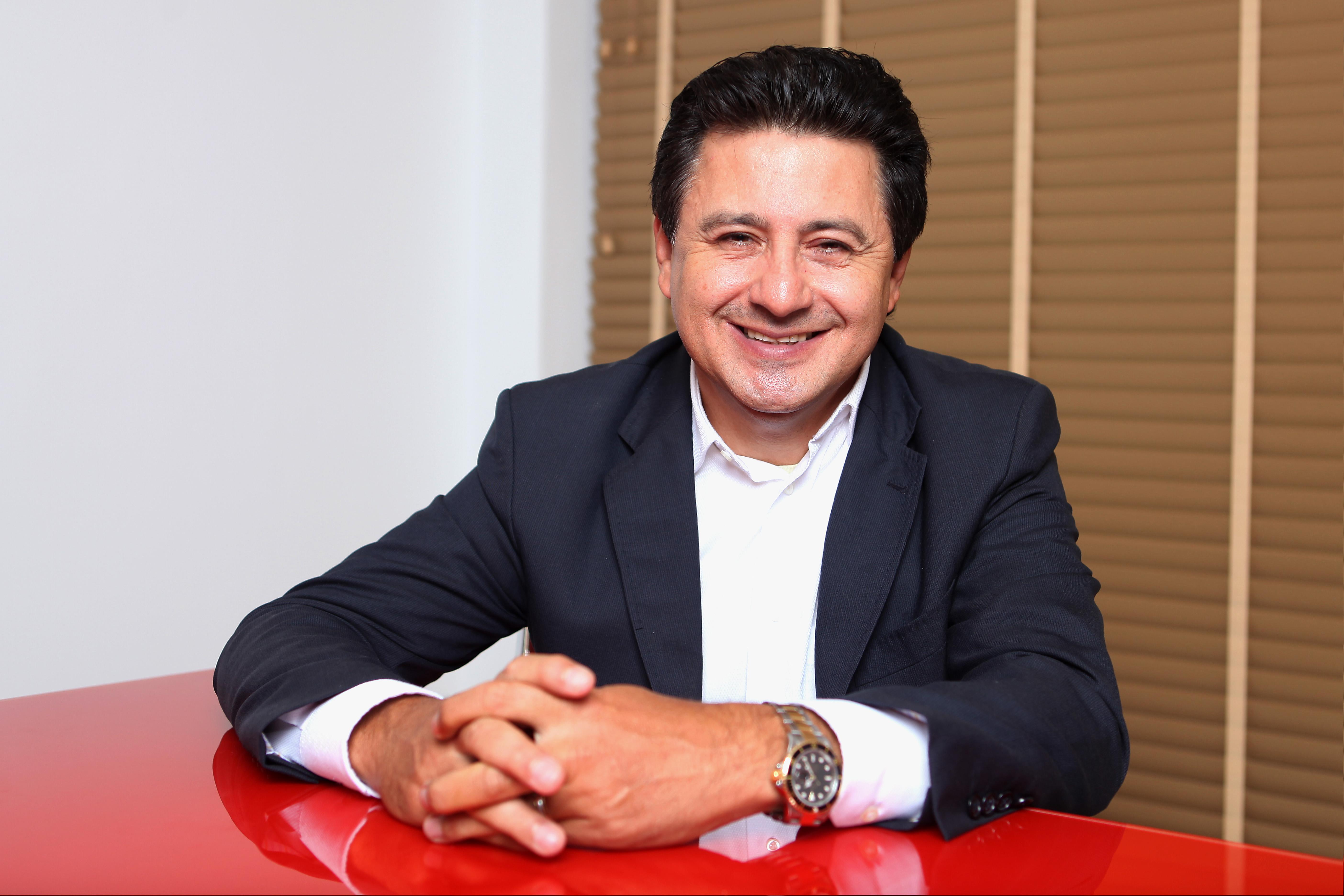 1bb0144725d1c Óticas Diniz - Arione Diniz  presidente e fundador Ver galeria